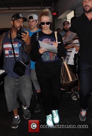 Iggy Azalea - Iggy Azalea arrives at Los Angeles International (LAX) airport - Los Angeles, California, United States - Monday...