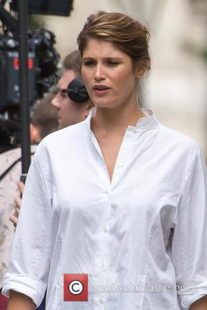 Gemma Arterton And Idris Elba Filming 'A Hundred Streets' In London [Pictures]