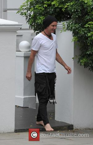 Gavin Rossdale - Gwen Stefani leaving her home in Primrose Hill with baby Apollo Rossdale, and heading to Heathrow Airport....