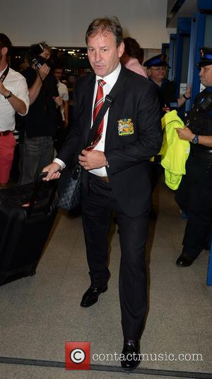 Bryan Robson - Manchester United Players arrive at Manchester Airport while a boax hoax drama was unfolding. - Manchester, United...