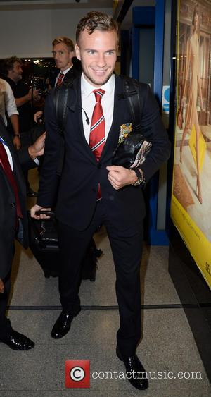 Tom Cleverley - Manchester United Players arrive at Manchester Airport while a boax hoax drama was unfolding. - Manchester, United...
