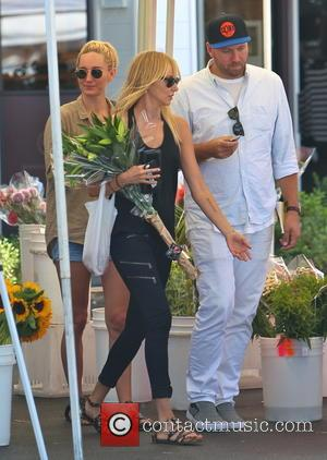 Kimberly Stewart and Ruby Stewart - Kimberly Stewart takes daughter Delilah to a Beverly Hills Farmer's Market to buy some...