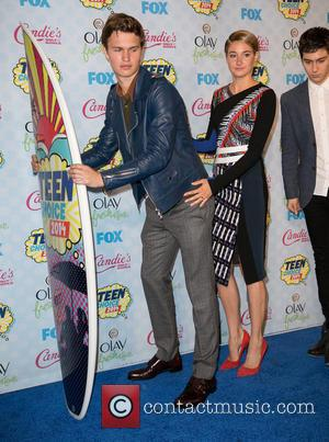 Ansel Elgort, Shailene Woodley and Nat Wolff - Celebrities attend FOX's 2014 Teen Choice Awards - Press Room at The...
