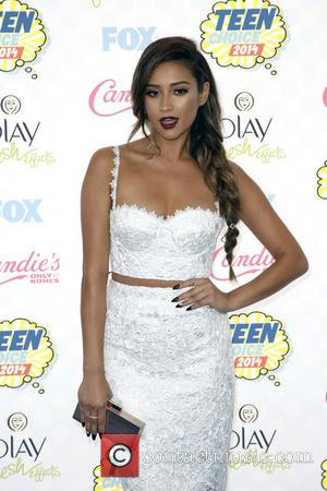 Shay Mitchell - FOX's 2014 Teen Choice Awards at The Shrine Auditorium - Arrivals - Los Angeles, California, United States...