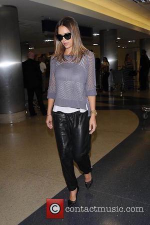 Jessica Alba - Jessica Alba arriving at Los Angeles International Airport (LAX) - Los Angeles, California, United States - Thursday...