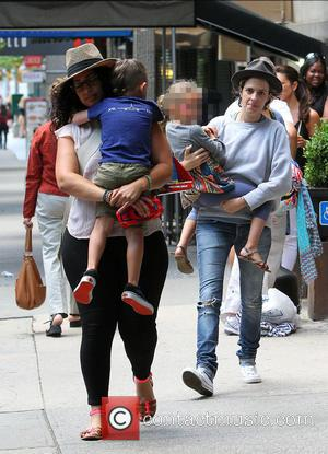 Samantha Ronson and Harlow Madden - Samantha Ronson carrying Nicole Richie's daughter, Harlow in her arms - New York City,...