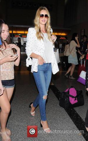 Rosie Huntington-Whiteley - Rosie Huntington-Whiteley arrives at Los Angeles International Airport (LAX) - Los Angeles, California, United States - Friday...
