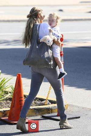 Elizabeth Berkley and Sky Lauren - Elizabeth Berkley spotted out in Brentwood with her son Sky Lauren - Los Angeles,...