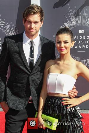 Victoria Justice and Pierson Fode - 2014 MTV Video Music Awards at The Forum - Inglewood, California, United States -...