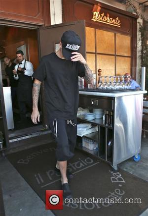 Justin Bieber Annoyed With Paparazzi After Car Accident