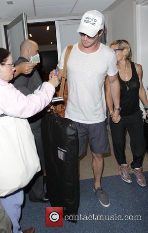 Chris Hemsworth and Elsa Pataky - Chris Hemsworth and Elsa Pataky at Los Angeles International Airport (LAX) - Los Angeles,...