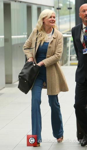 Kirsten Dunst - Kirsten Dunst arrives at London airport to catch a flight wearing a pair of denim dungarees -...