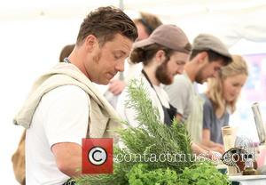 Jamie Oliver and Douglas McMaster - Jamie Oliver films 'Jamie & Jimmy's Food Fight Club' in Hove - Brighton, United...