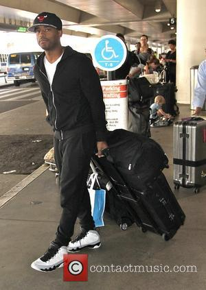 Larenz Tate - American Film and TV actor Larenz Tate photographed at Los Angeles International Airport wearing a black hoody...