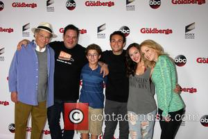 George Segal, Jeff Garlin, Sean Giambrone, Troy Gentile, Hayley Orrantia and Wendi Mclendon-covey