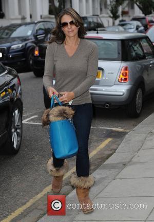 Elizabeth Hurley - Elizabeth Hurley seen at her London home after filming the Royals in London - London, United Kingdom...
