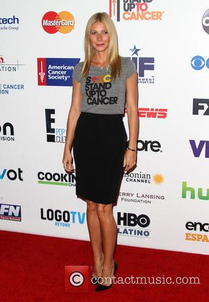 Gwyneth Paltrow - The 4th Biennial 'Stand Up To Cancer' telethon - Arrivals - Los Angeles, California, United States -...