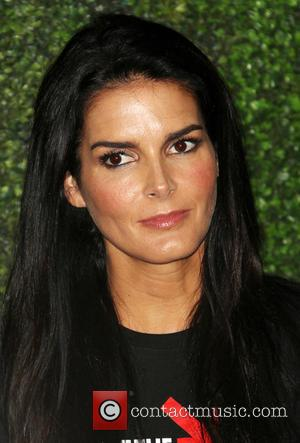 Angie Harmon - Hollywood Unites For The 4th Biennial Stand Up To Cancer - Hollywood, California, United States - Saturday...
