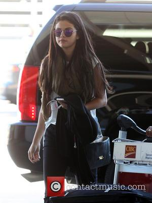 Selena Gomez leaving Toronto Pearson International Airport - Toronto, Canada - Sunday 7th September 2014