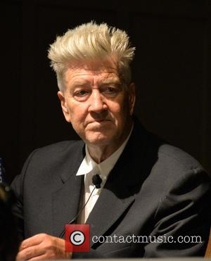 "David Lynch Puts Fans' Doubts To Rest, Returns To Direct ""Twin Peaks"""