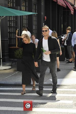 Sam Worthington and Lara Bingle - Sam Worthington and Lara Bingle out for a stroll - Manhattan, New York, United...