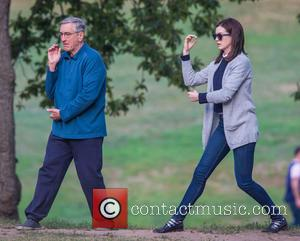 Anne Hathaway and Robert De Niro