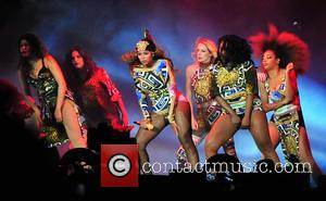 Beyonce - Beyonce and Jay-Z perform in Paris for their 'On the Run Tour,' including a special appearance by Nicki...