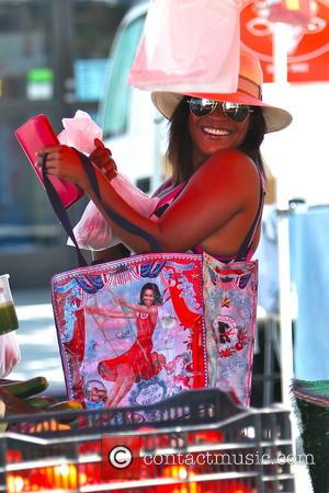 Nia Long - Nia Long showed off her First Lady of Fabulous reusable shopping bag at the Studio City Farmers...