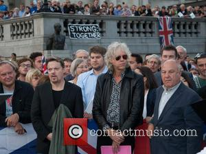 Bob Geldof and Eddie Izzard - Bob Geldof and Eddie Izzard at the Let's Stay Together rally in London's Trafalgar...