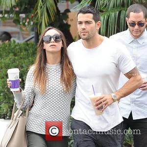 Jesse Metcalfe and Cara Santana - Jesse Metcalfe and his girlfriend Cara Santana pick up drinks from The Coffee Bean...