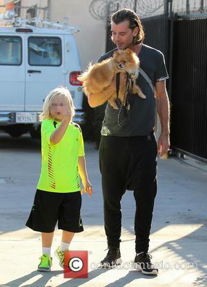 Gavin Rossdale and Zuma Rossdale - Gavin Rossdale out in Los Angeles with son Zuma - Los Angeles, California, United...
