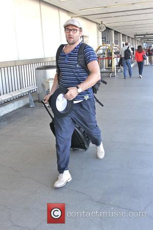 Joel Edgerton - Joel Edgerton leaving Los Angeles International Airport - Los Angeles, California, United States - Thursday 25th September...