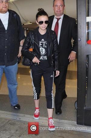Cher Lloyd - Cher Lloyd arriving at Los Angeles International Airport - Los Angeles, California, United States - Sunday 28th...