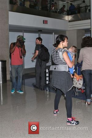 Norah Jones - Norah Jones with her baby at LAX - Los Angeles, California, United States - Monday 29th September...