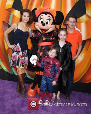 Rebecca Herbst, Ella Bailey Saucedo, Ethan Riley Saucedo, Emerson Truett Saucedo and Minnie Mouse