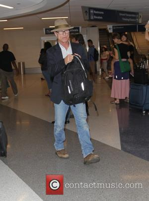 Ed Harris - Ed Harris arrives at Los Angeles International Airport - Los Angeles, California, United States - Thursday 9th...