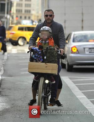 Liev Schrieber - Liev Schrieber and Naomi Watts take their sons to school at Manhattan - New York City, New...