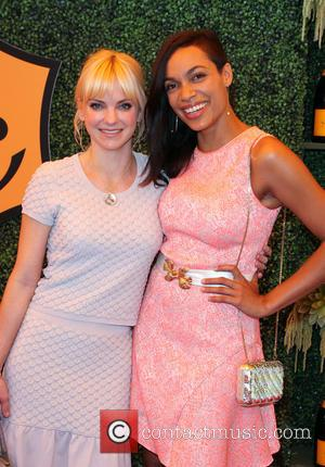 Anna Faris and Rosario Dawson