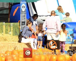 Jennifer Lopez and Emme Muniz - Jennifer Lopez visits Mr. Bones Pumpkin Patch - Los Angeles, California, United States -...