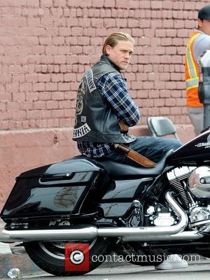 Charlie Hunnam - Charlie Hunnam filming