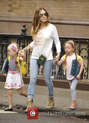 Sarah Jessica Parker, Marion Broderick and Tabitha Broderick - Sarah Jessica Parker takes her twin daughters to school - Manhattan,...