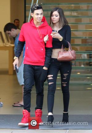 Roshon Fegan and Camia-Marie Chaidez - Roshon Fegan and girlfriend Camia-Marie Chaidez leave the Apple store - Los Angeles, California,...