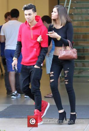 Roshon Fegan and Camia-Marie Chaidez - Roshon Fegan and girlfriend Camia-Marie Chaidez leave the Apple store - Los Angeles, California,...