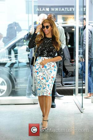 Beyonce - Beyonce and Jay Z are spotted visiting Art Galleries in London at Mayfair - LONDON, United Kingdom -...