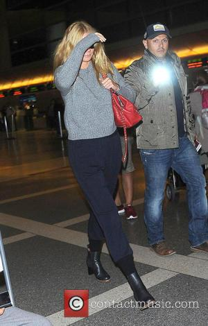 Gwyneth Paltrow - Gwyneth Paltrow at Los Angeles International Airport at Los Angeles International Airport (LAX) - Los Angeles, California,...