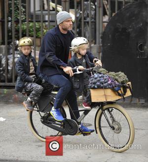 Liev Schrieber, Samuel Schreiber and Alexander Schreiber - Liev Schreiber takes his two sons, Samuel and Alexander, to school on...