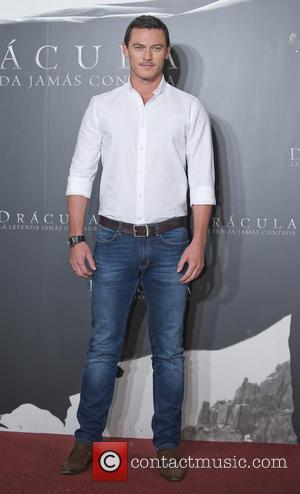 Luke Evans - Luke Evans attends the 'Dracula Untold' photocall held at Villa Magna Hotel - Madrid, Spain - Tuesday...