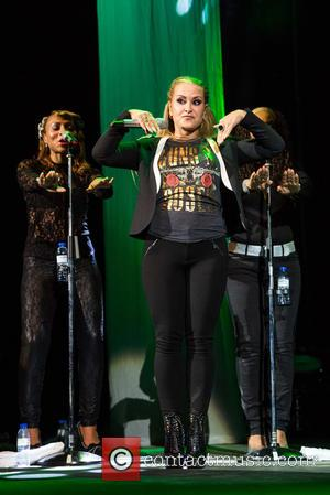 Anastacia Apologises For Below-par Show