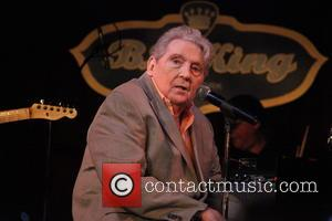 Billionaire Steve Bing Helps Get Jerry Lee Lewis Back On His Feet
