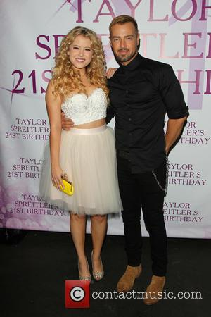 Taylor Spreitler and Joey Lawrence